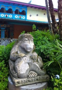 animalkingdom-monkeystatues